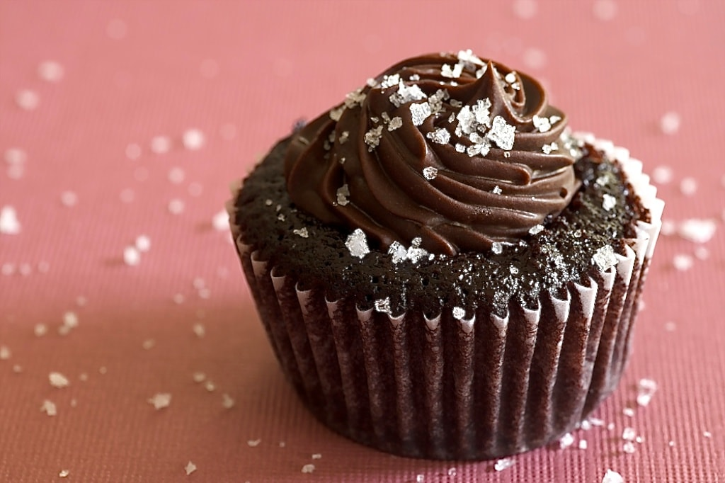 Chocolate Salted-Caramel Mini Cupcakes | Bake or Break