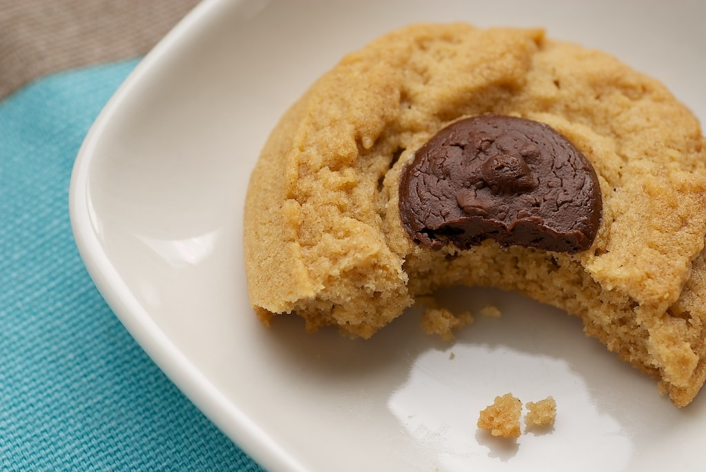Irresistible classic Peanut Butter Cookies get all dressed up with a little chocolate right on top! - Bake or Break