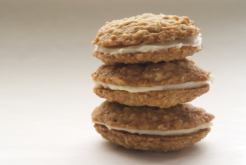 Homemade Oatmeal Cream Pies are even better than store-bought! One of my favorite cookies! - Bake or Break