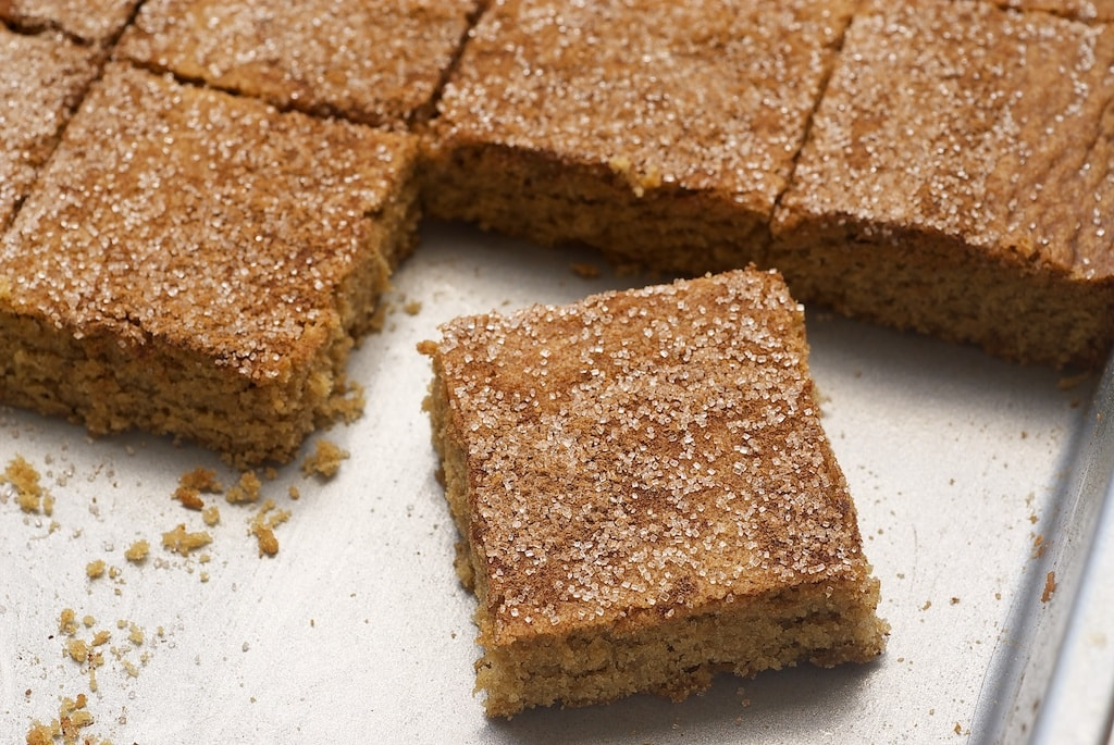 Your favorite cookies transform into bar form with these sweet, cinnamon-y Snickerdoodle Bars. - Bake or Break