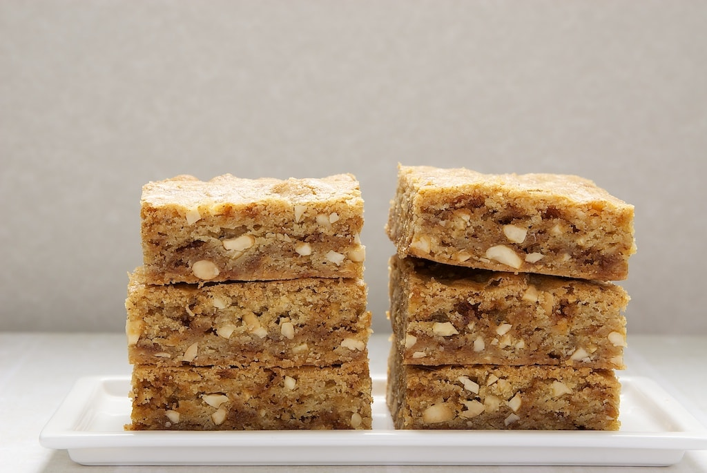 Brown Butter Blondies up the blondies ante with nutty, delicious brown butter, toffee, and nuts! - Bake or Break