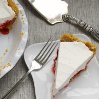 Strawberry Icebox Pie is a cool, creamy pie filled with sweet strawberries! - Bake or Break