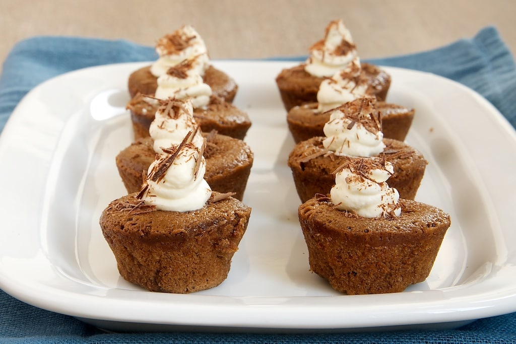 You only need 4 ingredients to make these delicious Chocolate Mousse Mini Cupcakes! - Bake or Break