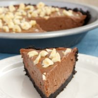 Nutella Pie is a quick and simple dessert that only requires 6 ingredients. A must for Nutella fans!