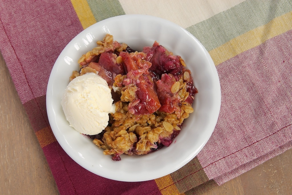 Gather all your favorite summer fruits for this Summer Fruit Crisp topped with a cinnamon oat topping. - Bake or Break