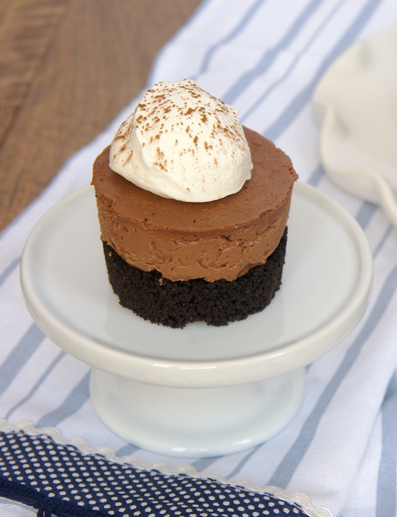 Mini No-Bake Chocolate Cheesecakes are all about the chocolate!