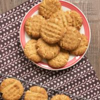 Two classic cookies come together in these delicious Peanut Butter Snickerdoodles!