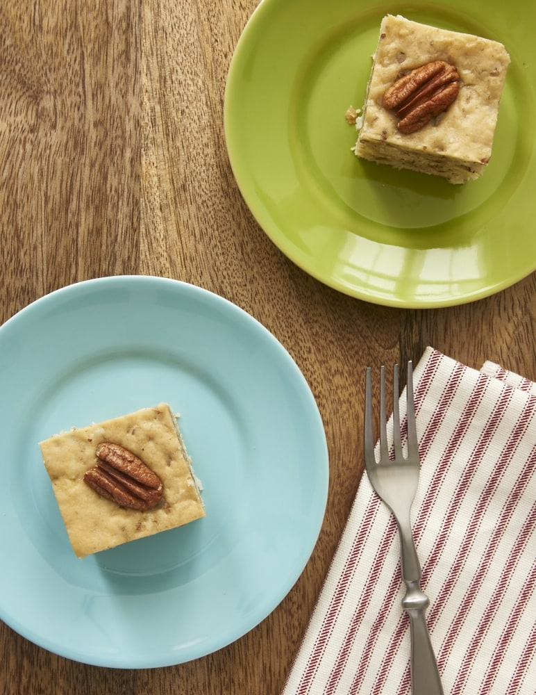 Simplify that classic dessert with this simple-to-make Italian Cream Snack Cake!