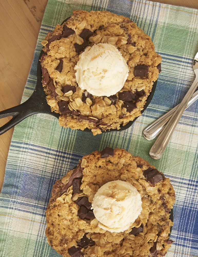 A surprise layer of Nutella makes these Nutella Oatmeal Skillet Cookies a dessert dream! - Bake or Break