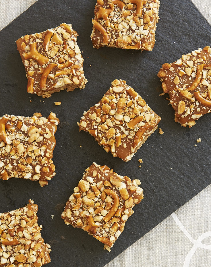 Peanut Butter Caramel Pretzel Bars are so deliciously sweet, salty, crunchy, and gooey! - Bake or Break