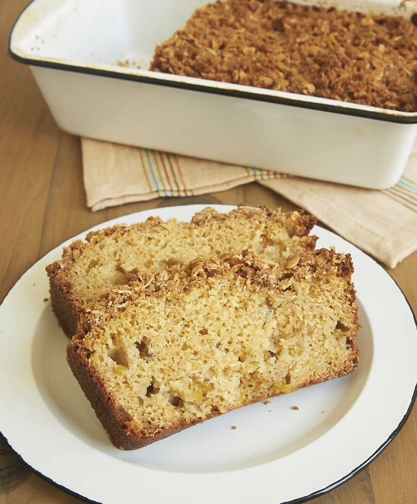Sweet peaches and a cinnamon streusel make this Peach Streusel Bread irresistible! - Bake or Break