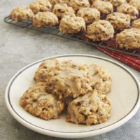 Brown Butter Oatmeal Date Cookies with Maple Glaze are full of sweet, chewy, nutty flavor! - Bake or Break