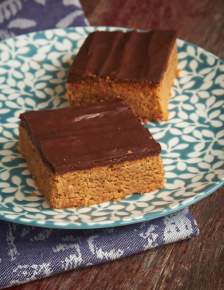 Peanut butter, chocolate, and salty cracker crumbs make these Sweet and Salty Peanut Butter Bars a favorite! - Bake or Break