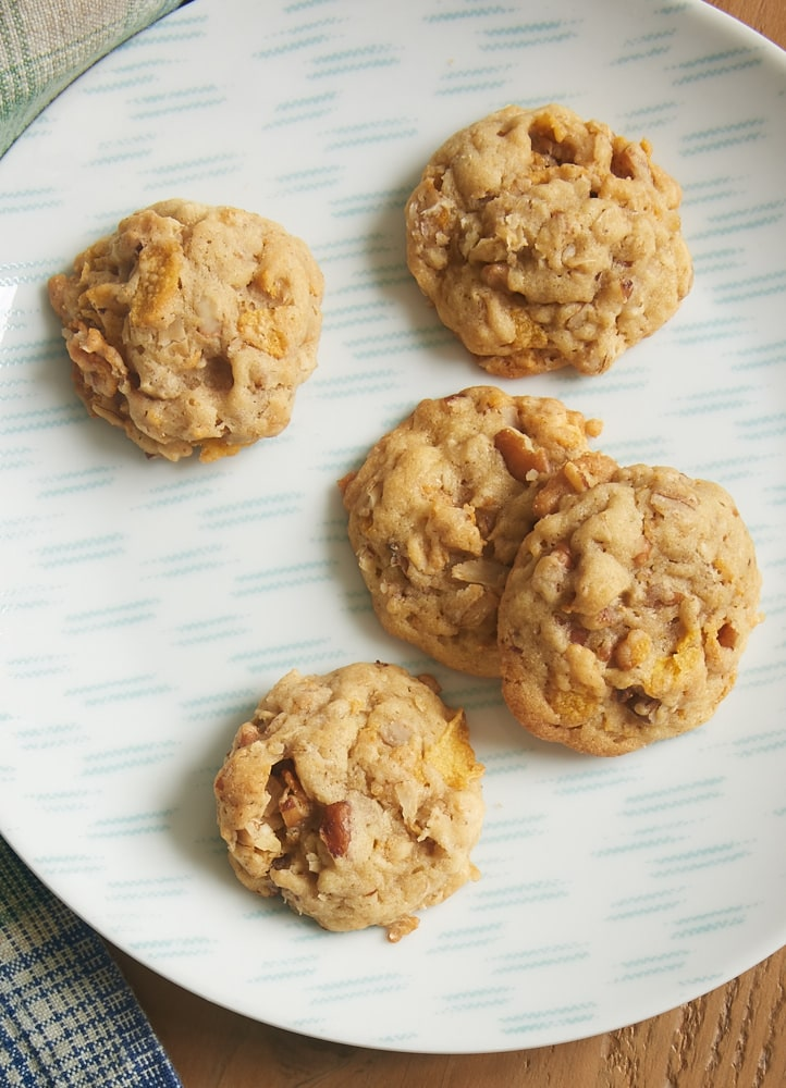 Corn Flake Oatmeal Cookies are soft, chewy, and crunchy all at the same time. These always disappear so quickly! - Bake or Break