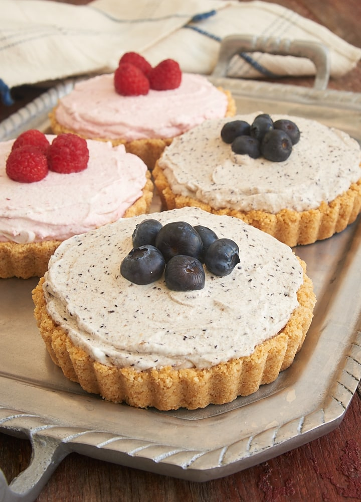 Homemade dessert does not get much easier than these Berry Fool Tarts. They are so cool and creamy, too! - Bake or Break #berries #tart #berryfool