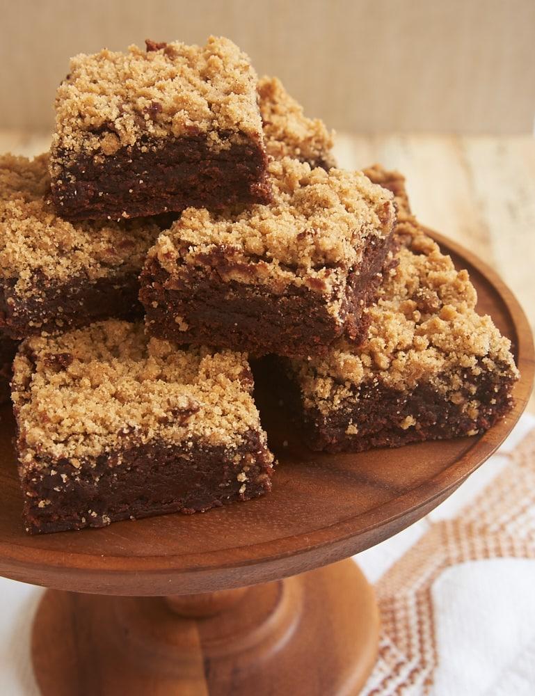 Cinnamon Crumb Brownies on a wooden plate